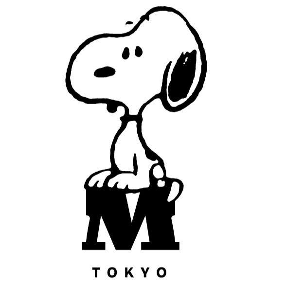 スヌーピーミュージアム東京南町田リニューアルロゴMお座りかわいい1